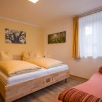 Gaestehaus_Staffner_Kirchberg_Chalet_2_Schlafzimmer_1